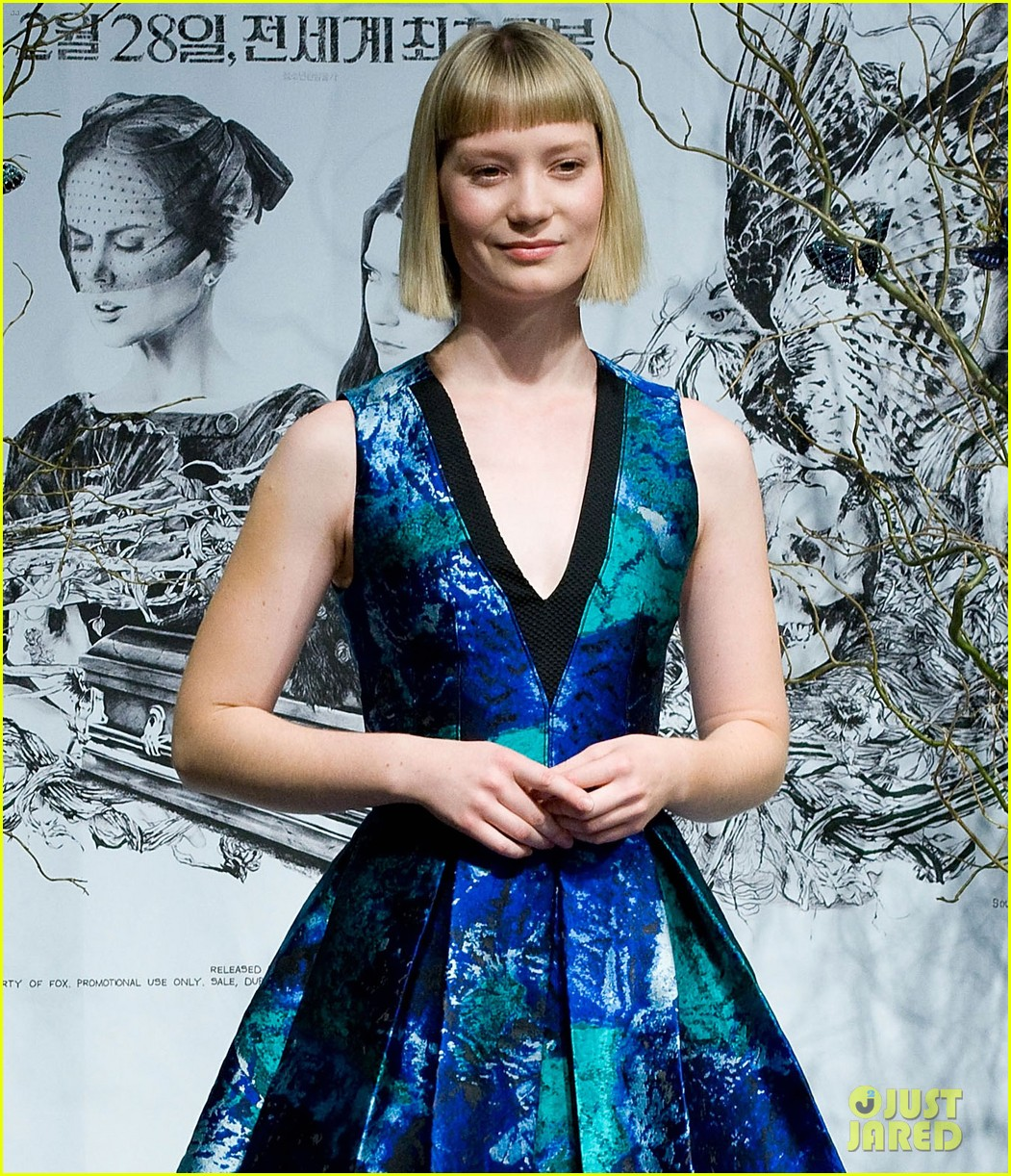 mia wasikowska stoker south korea press conference 02
