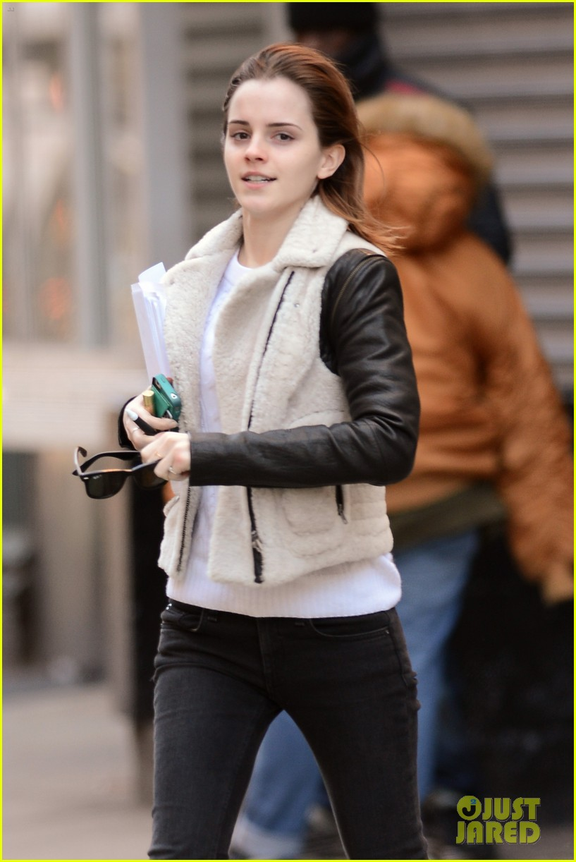 emma watson has iphone woes admits to too much multitasking 02