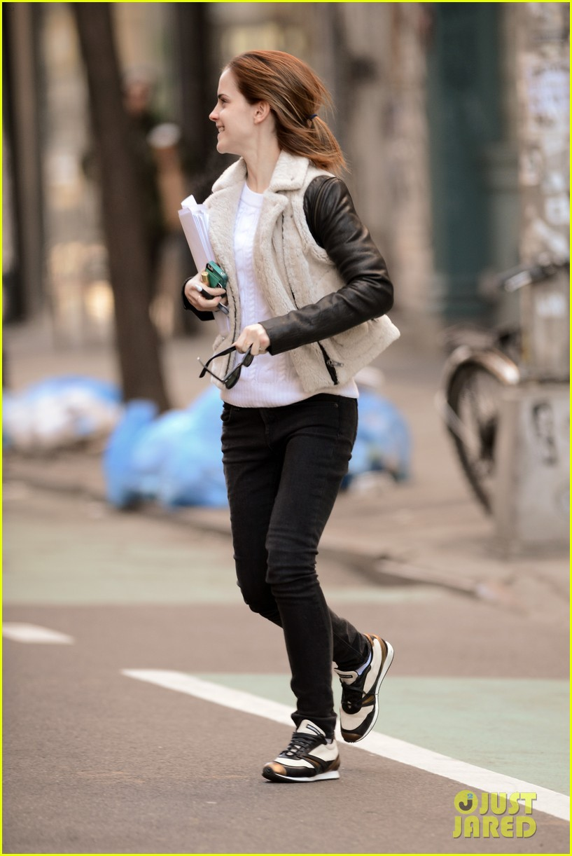 emma watson has iphone woes admits to too much multitasking 03