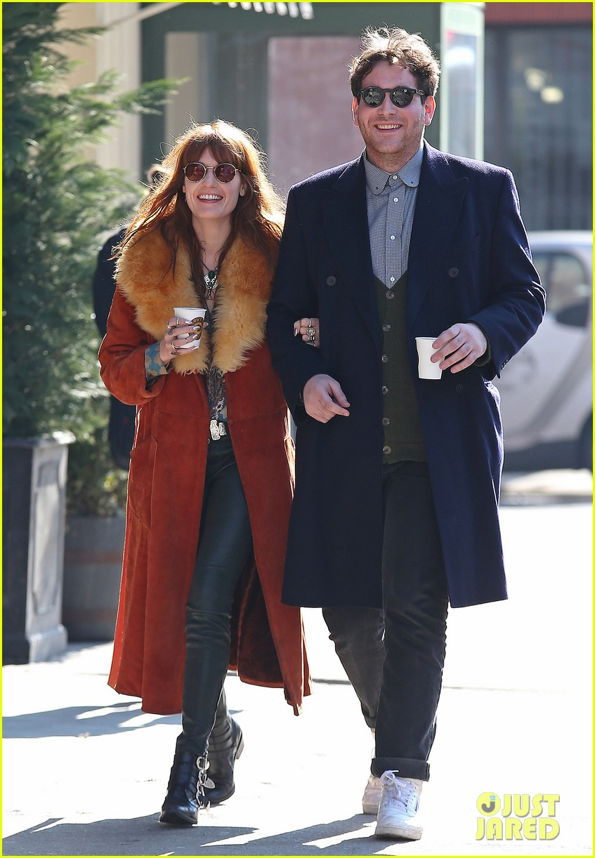 florence welch valentines day stroll with mystery man 06