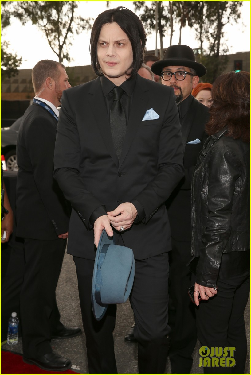 jack white grammys 2013 red carpet 08