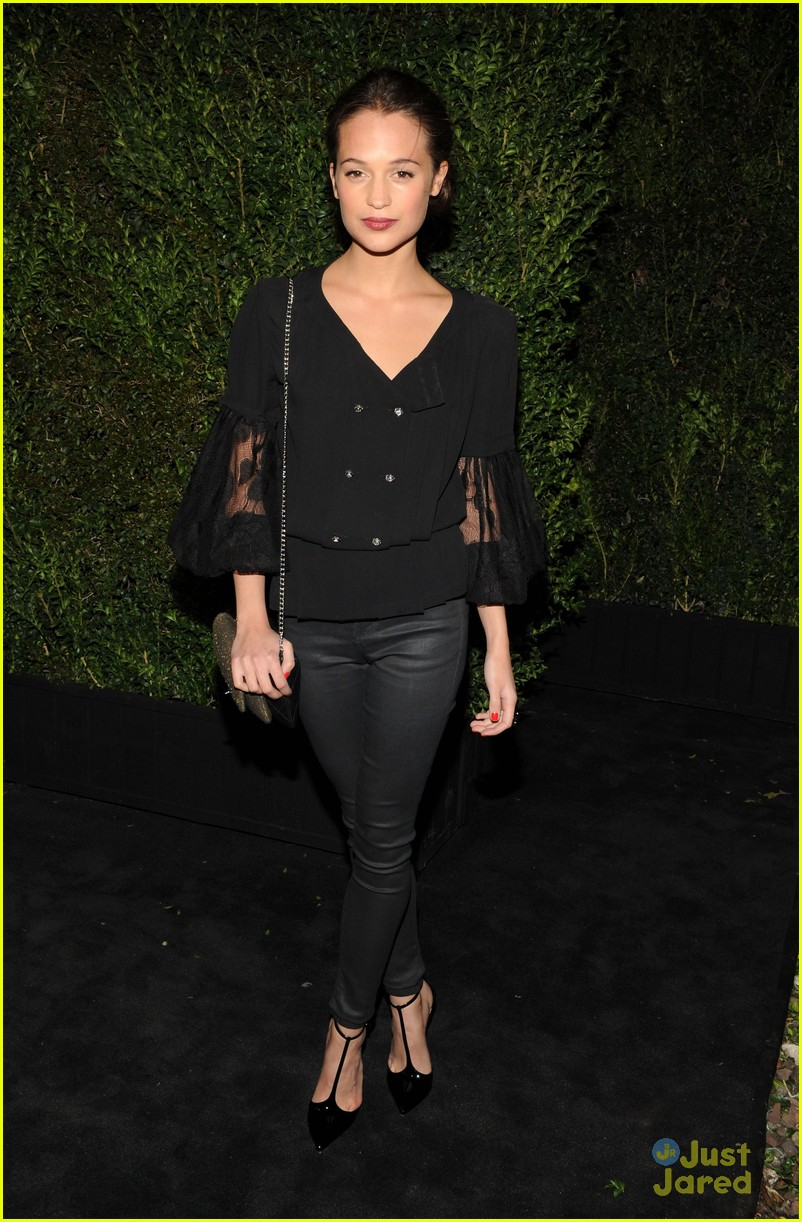 rosie huntington whiteley felicity jones chanel pre oscars party 2013 052818462