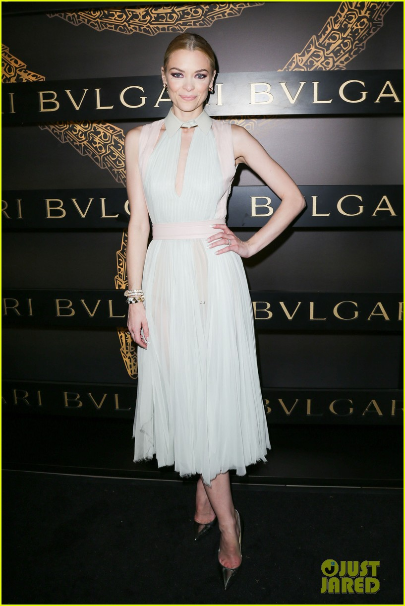 olivia wilde julianne moore bulgari serpenti event 05