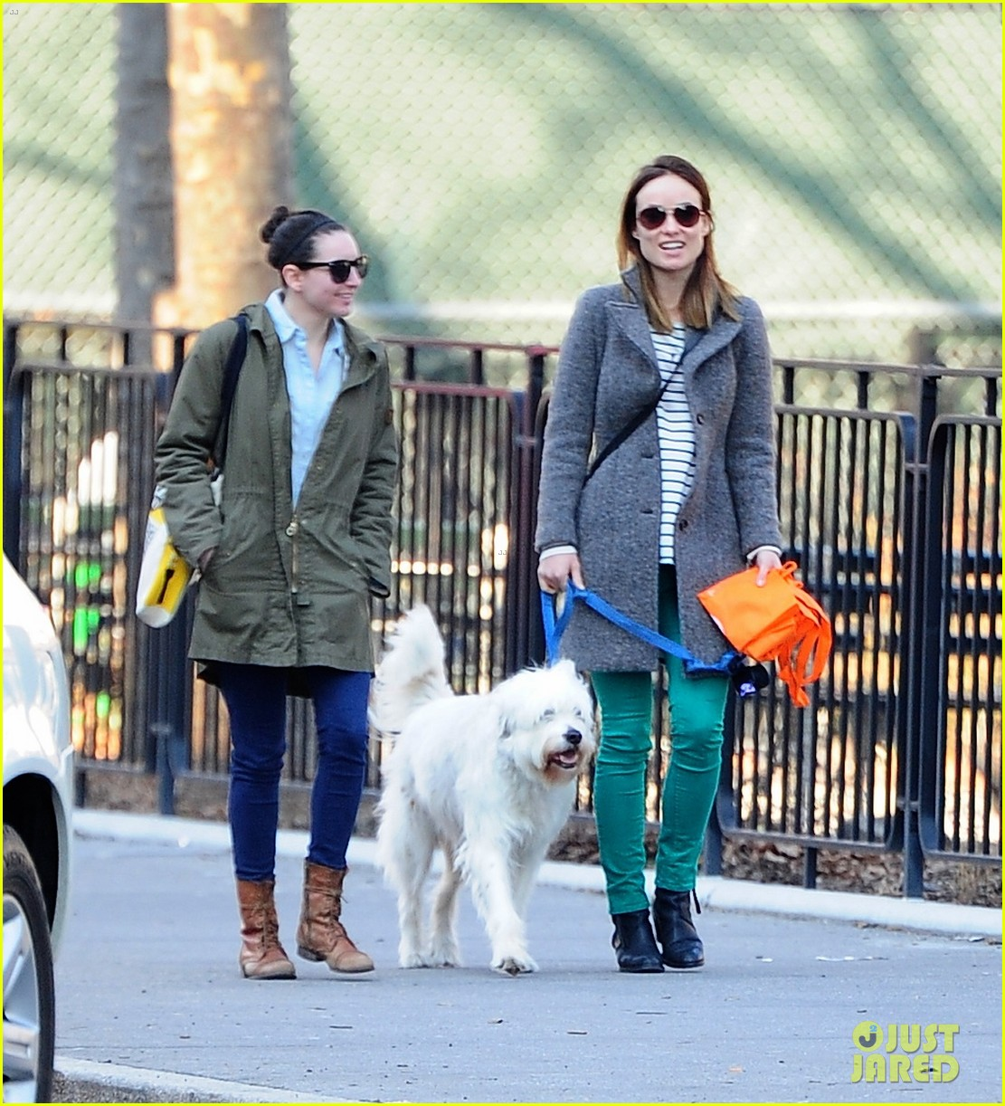 olivia wilde jason sudeikis big apple dog walk 03
