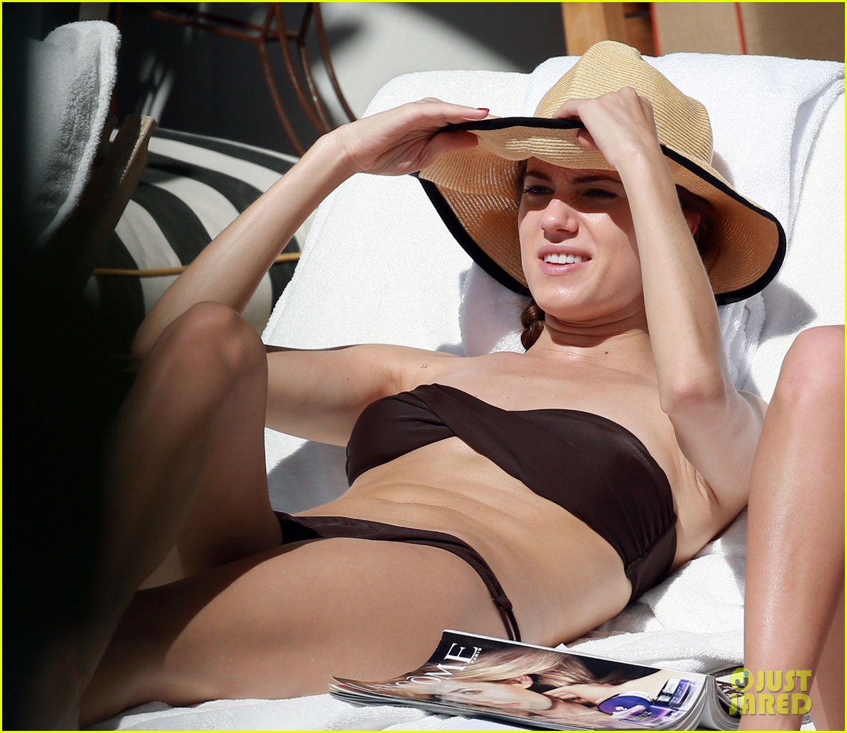 allison williams bikini babe in miami 06