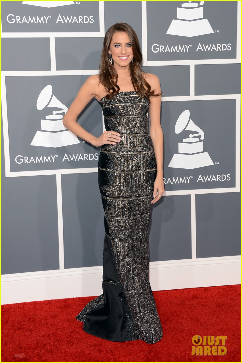 allison williams grammys 2013 red carpet 01