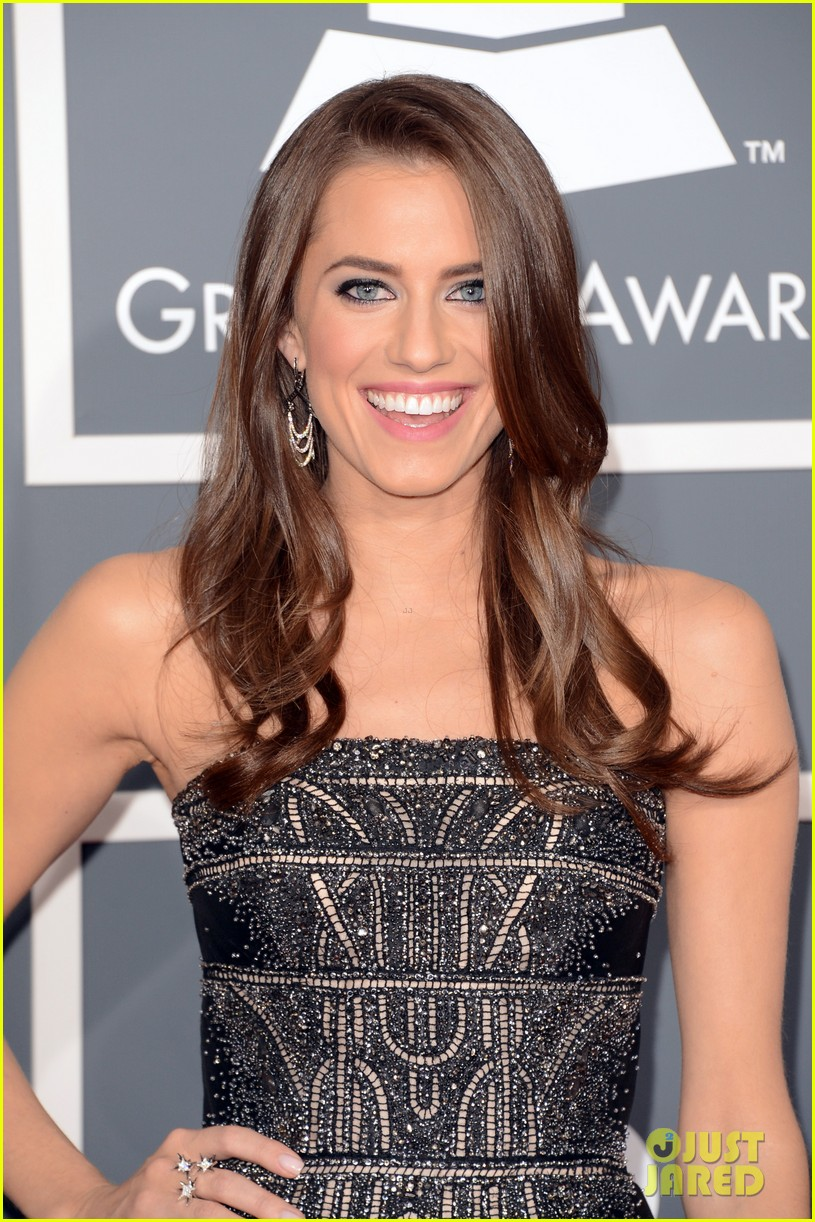 allison williams grammys 2013 red carpet 022809371