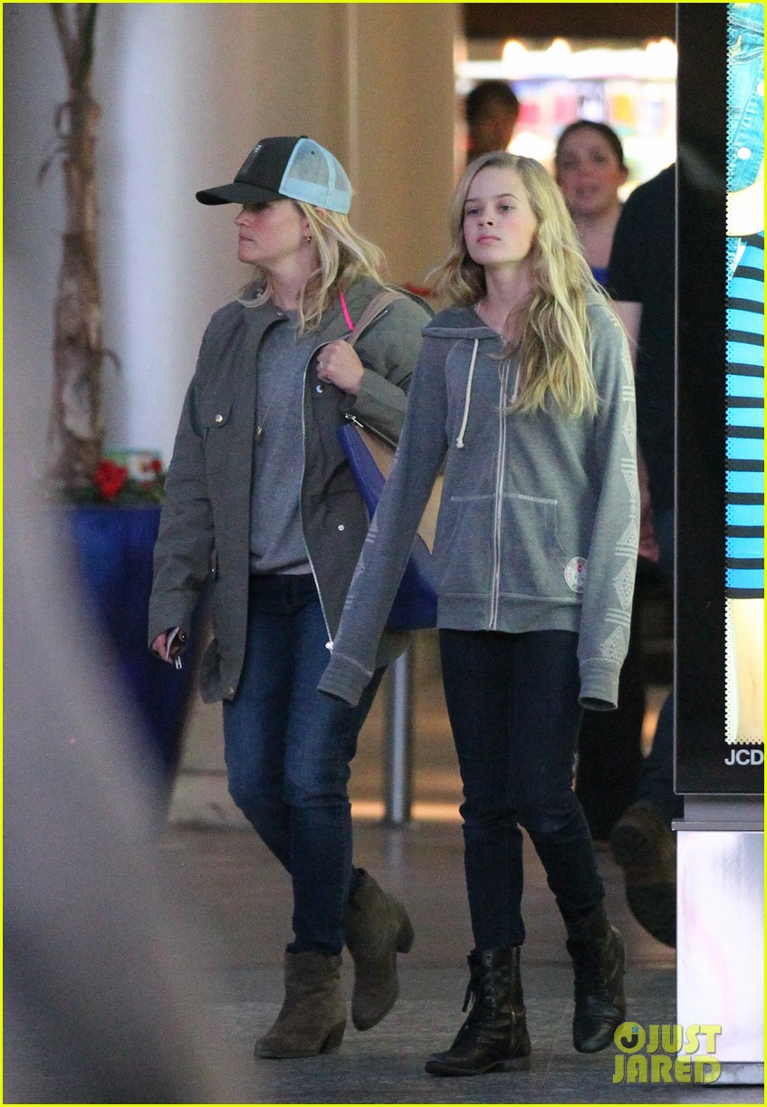 reese witherspoon shopping with ava 12