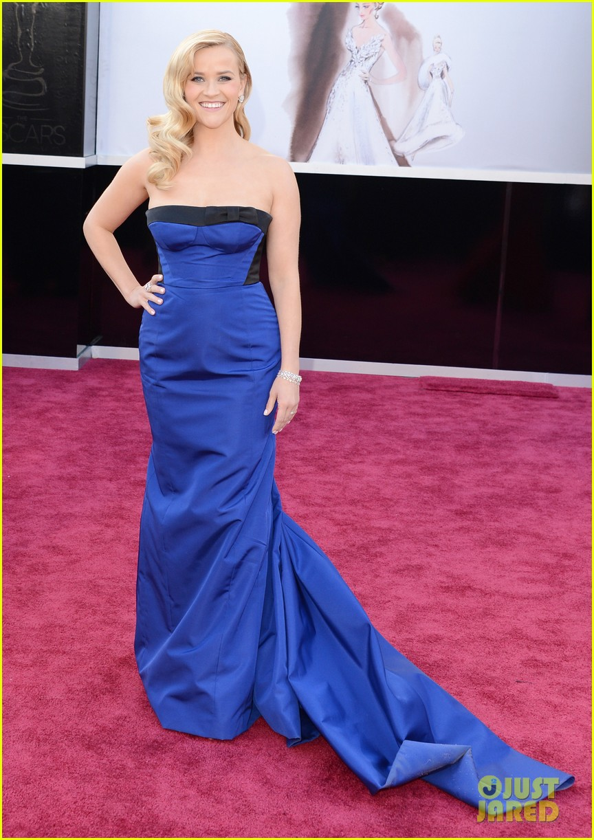 reese witherspoon oscars 2013 red carpet 01