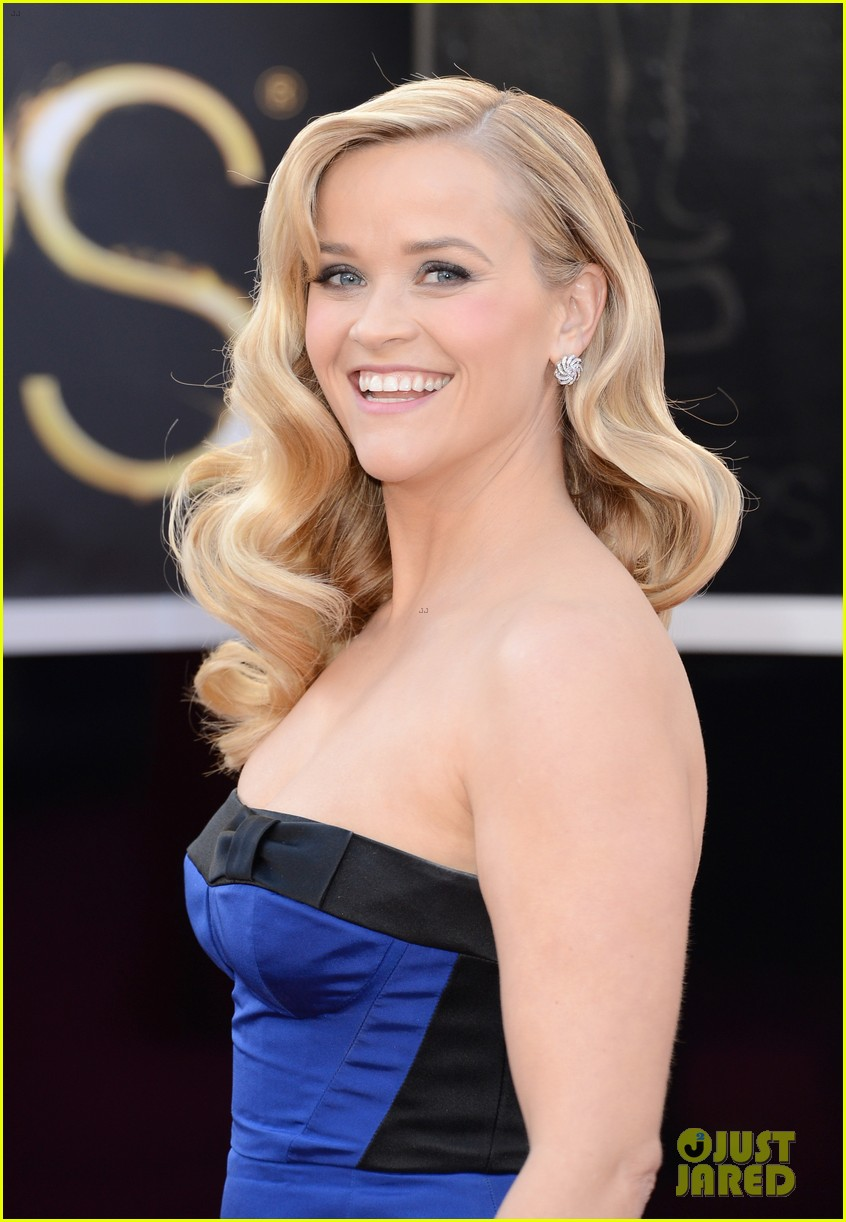 reese witherspoon oscars 2013 red carpet 02