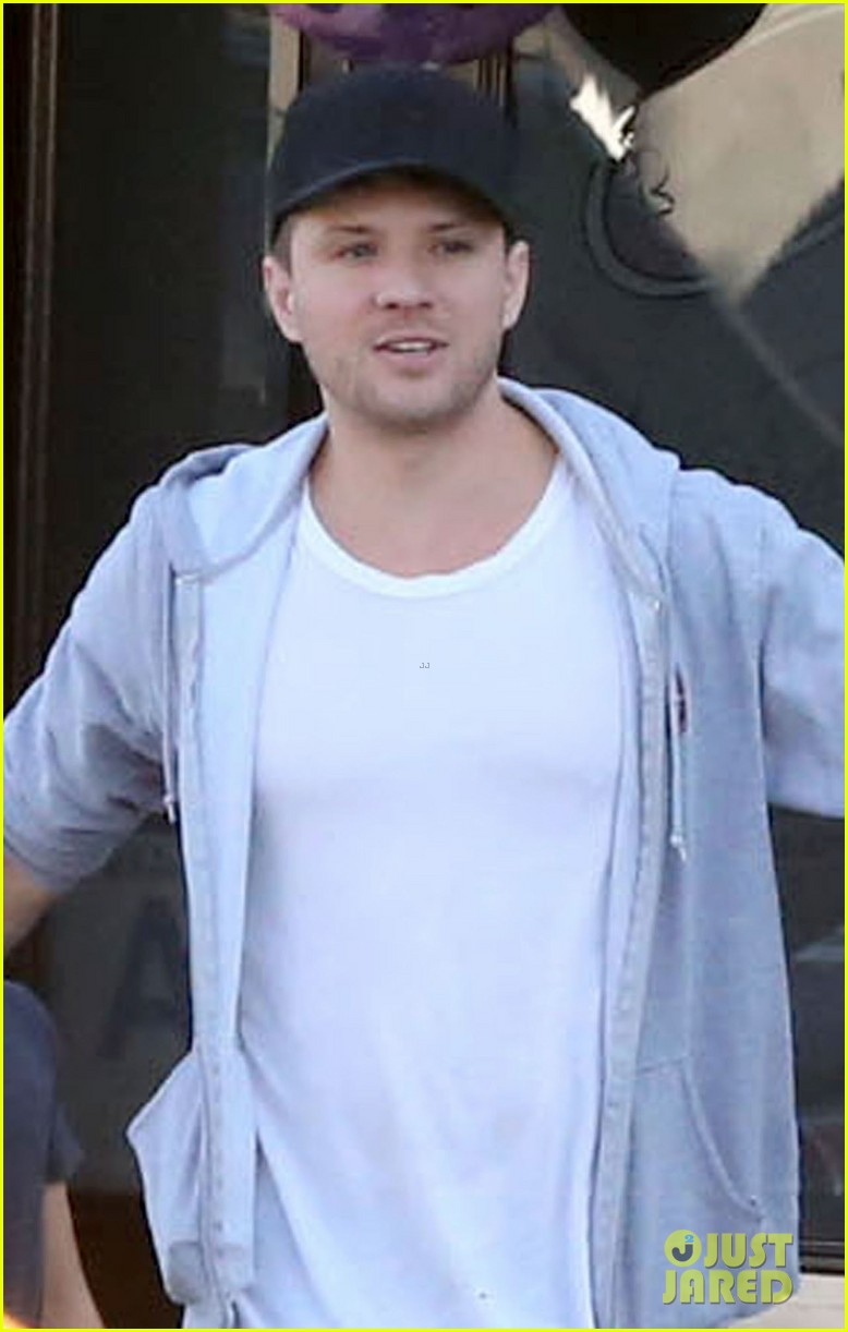 reese witherspoon hits salon ryan phillippe hangs with deacon 07