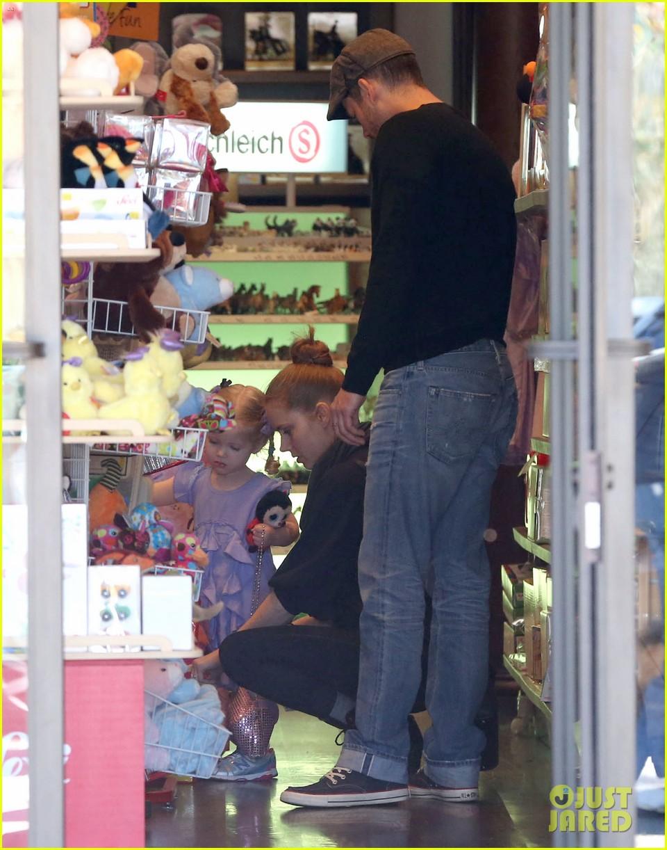 admy adams darren le gallo toy shopping avianna 14