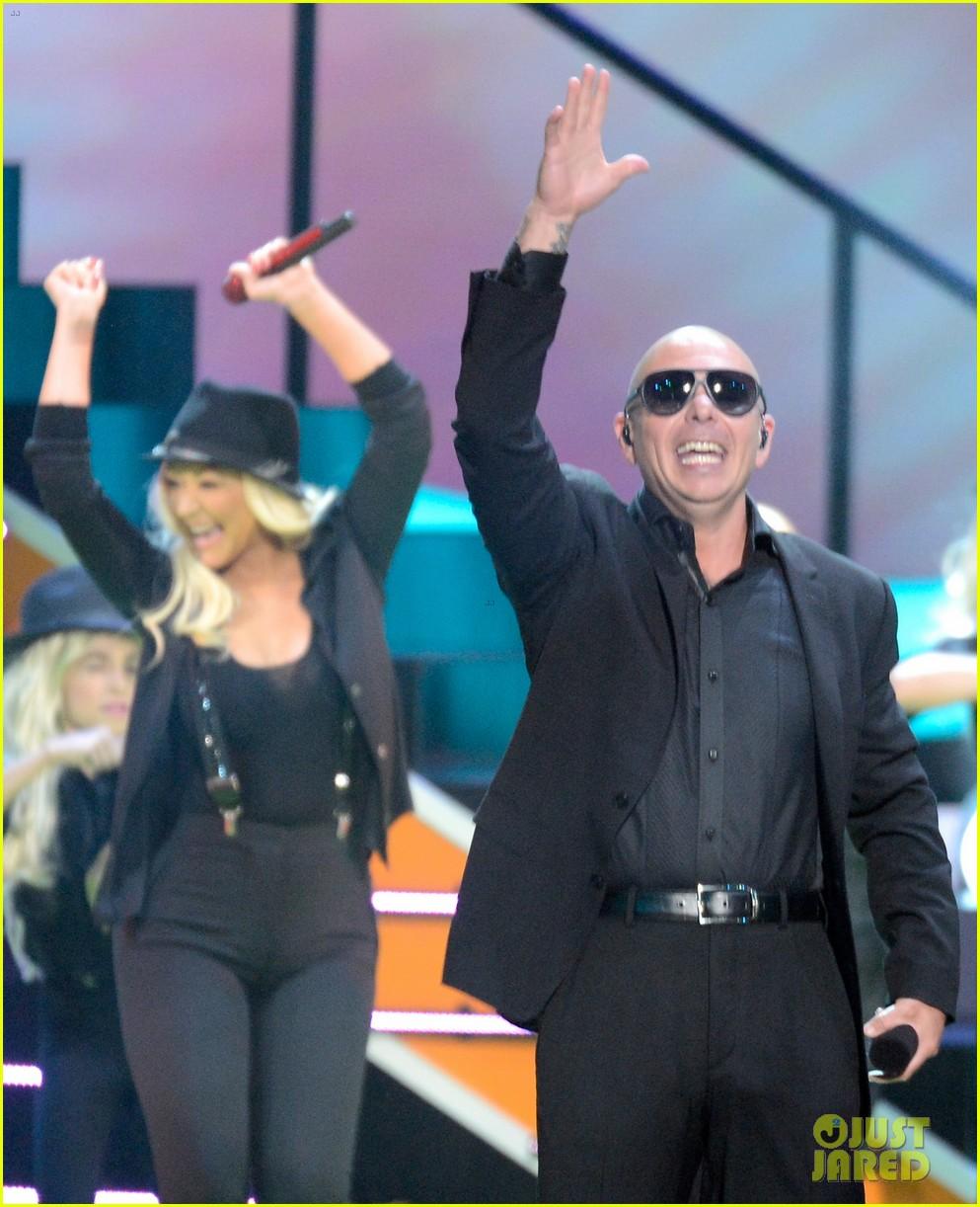Christina Aguilera - Kids' Choice Awards 2013 Performance!