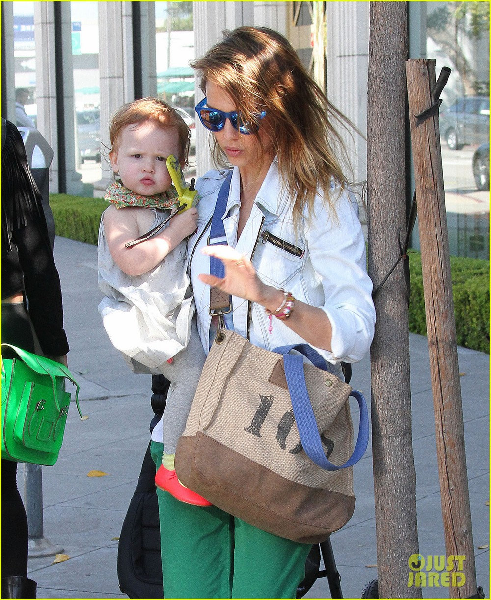 jessica alba le pain quotidien lunch with the kids 02
