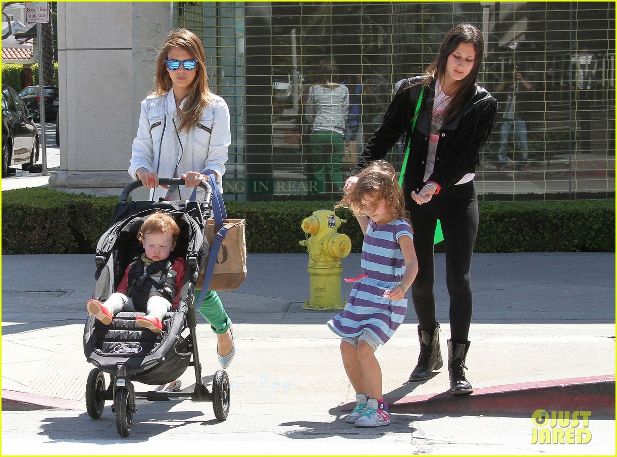 jessica alba le pain quotidien lunch with the kids 032840935