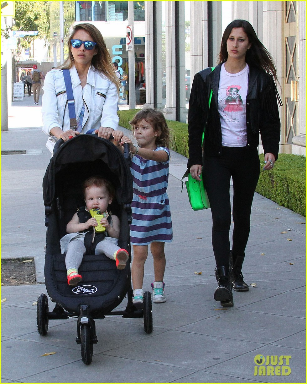 jessica alba le pain quotidien lunch with the kids 05