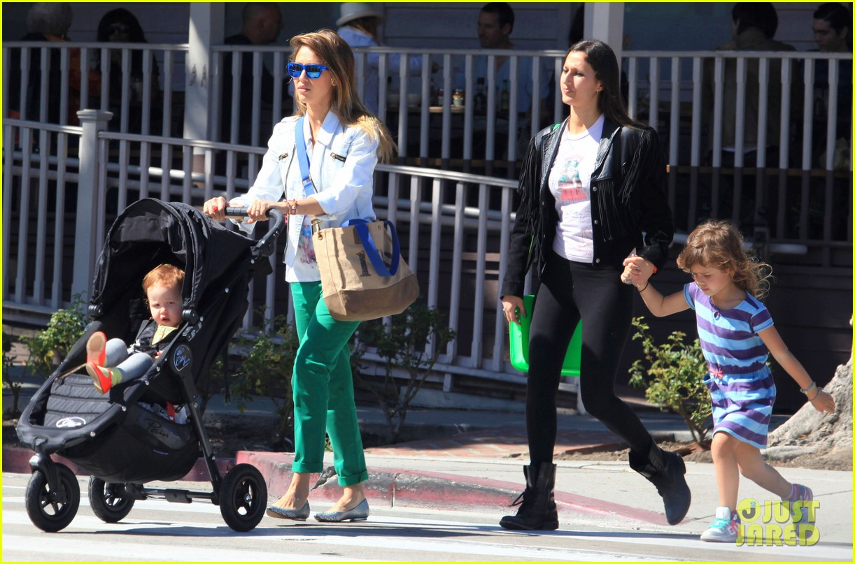 jessica alba le pain quotidien lunch with the kids 07