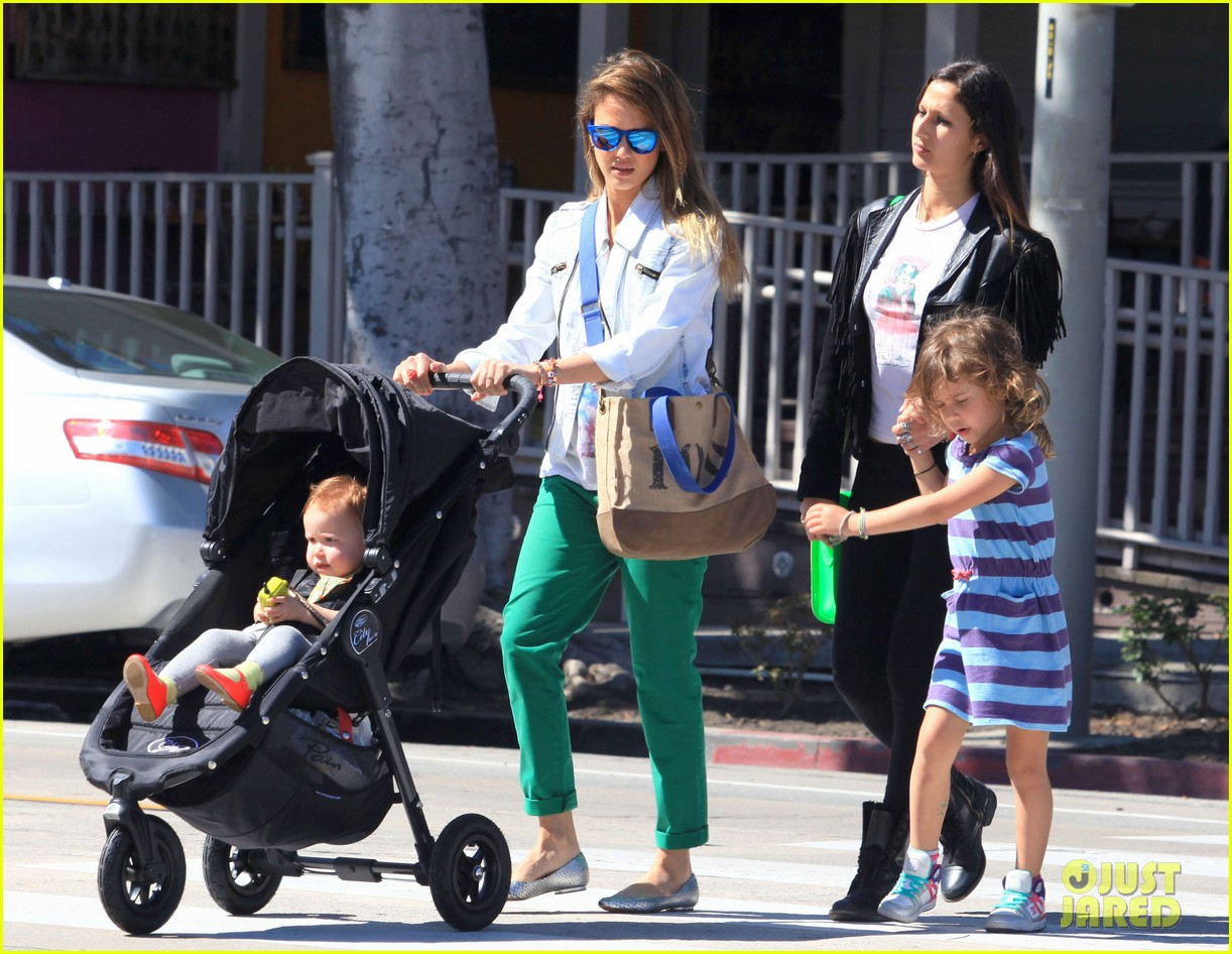 jessica alba le pain quotidien lunch with the kids 102840942