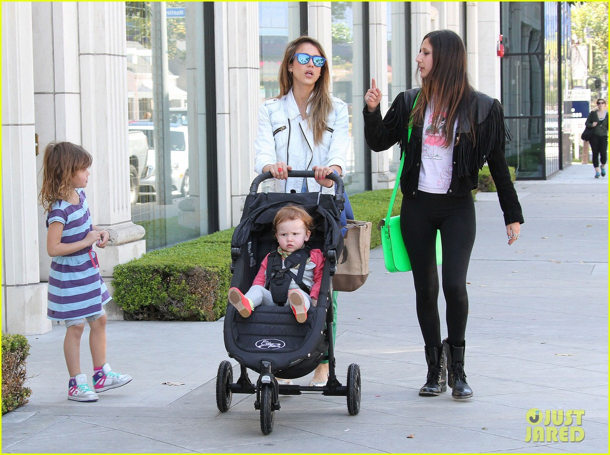 jessica alba le pain quotidien lunch with the kids 15