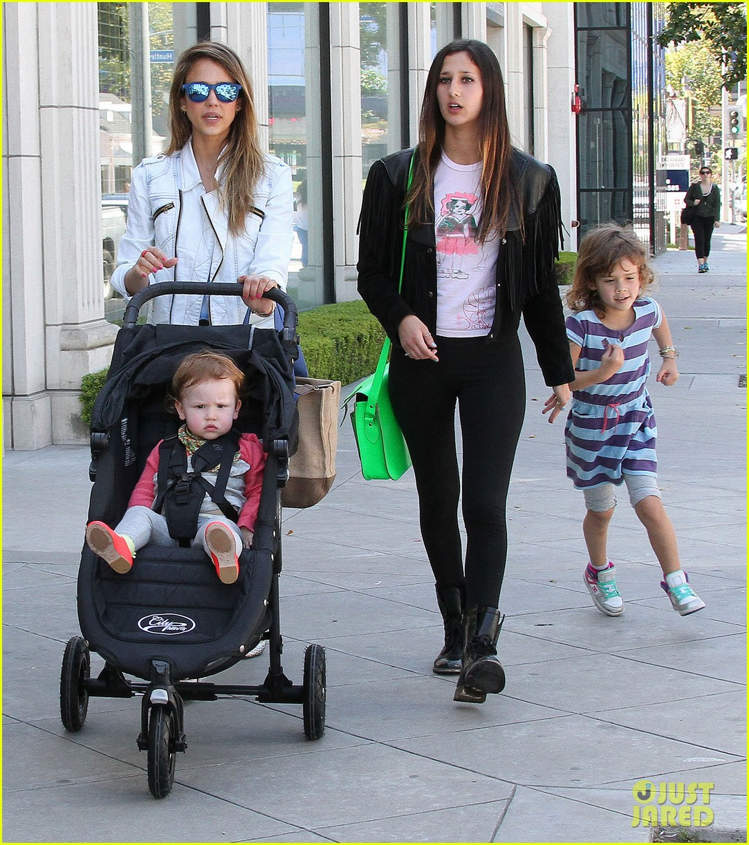 jessica alba le pain quotidien lunch with the kids 182840950