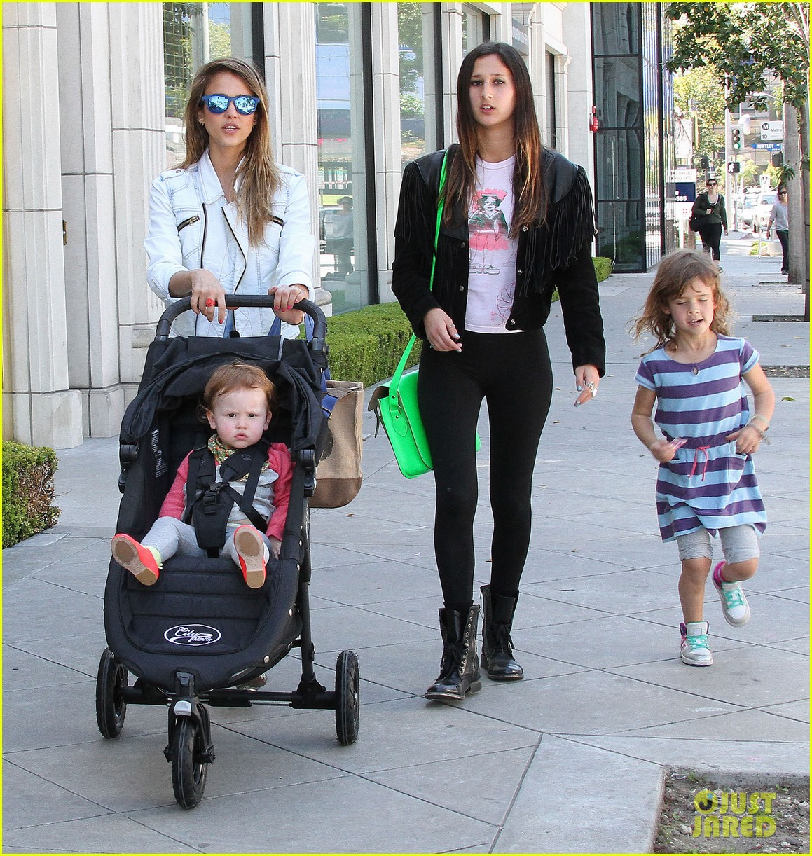 jessica alba le pain quotidien lunch with the kids 19