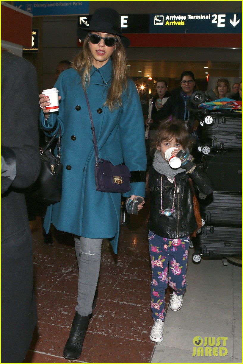 jessica alba paris arrival with honor 082823105