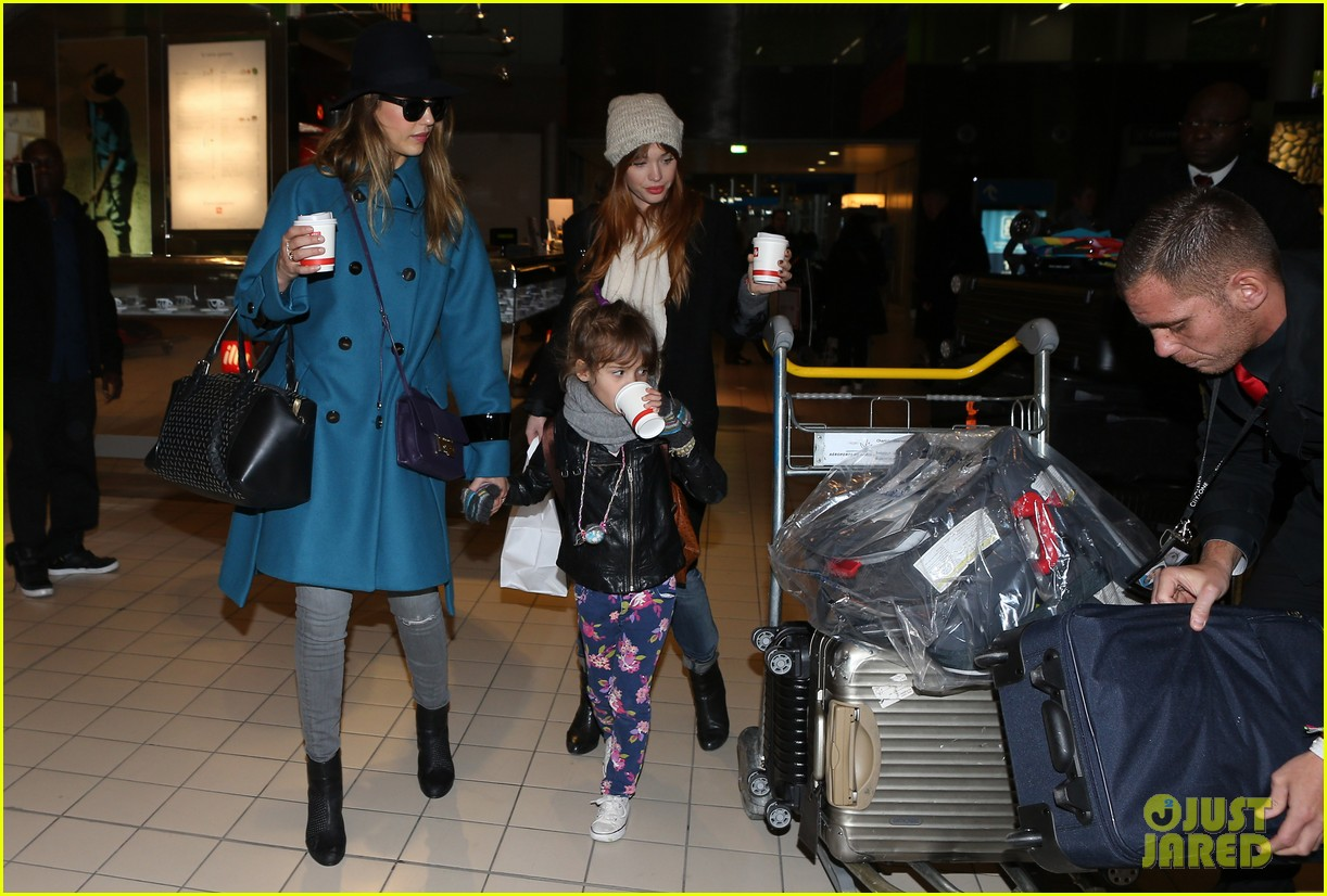 jessica alba paris arrival with honor 152823112