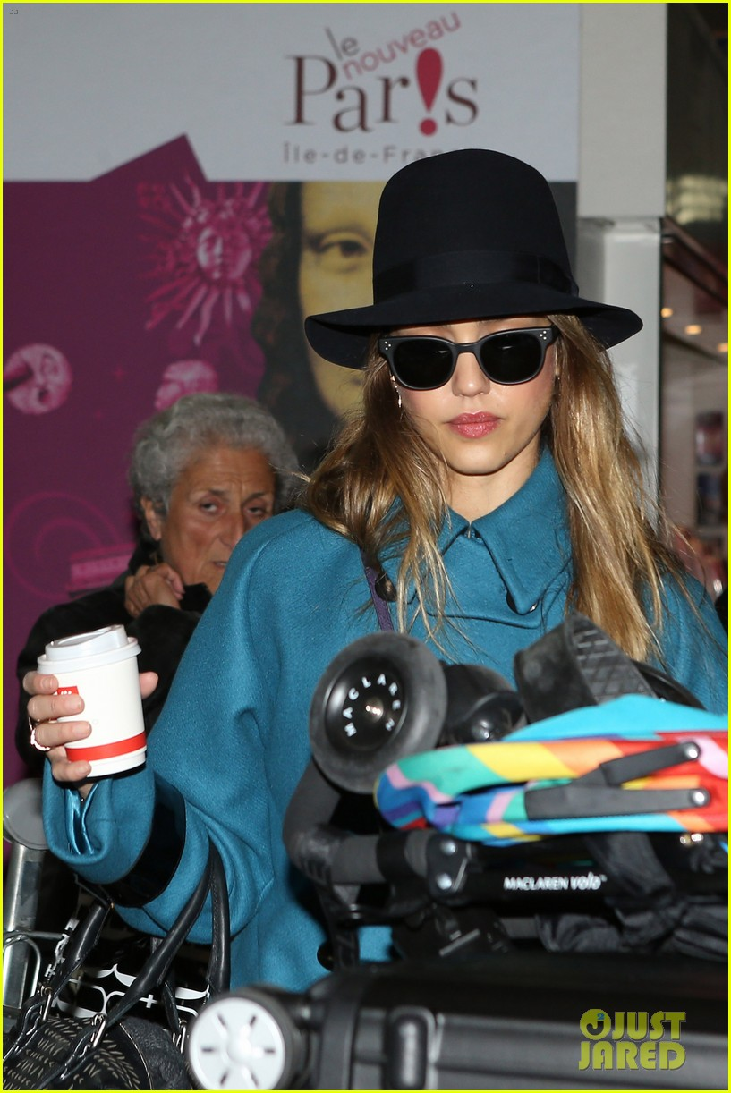 jessica alba paris arrival with honor 18
