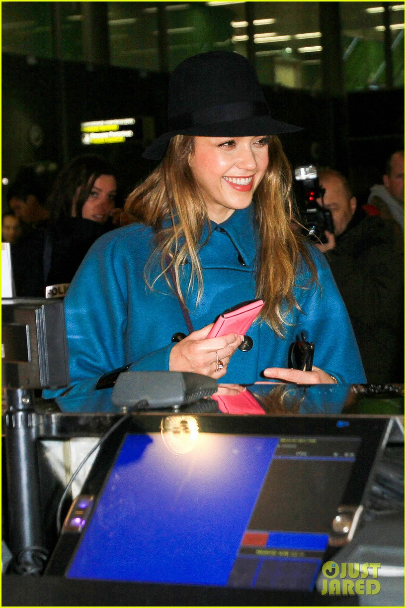 jessica alba paris arrival with honor 23