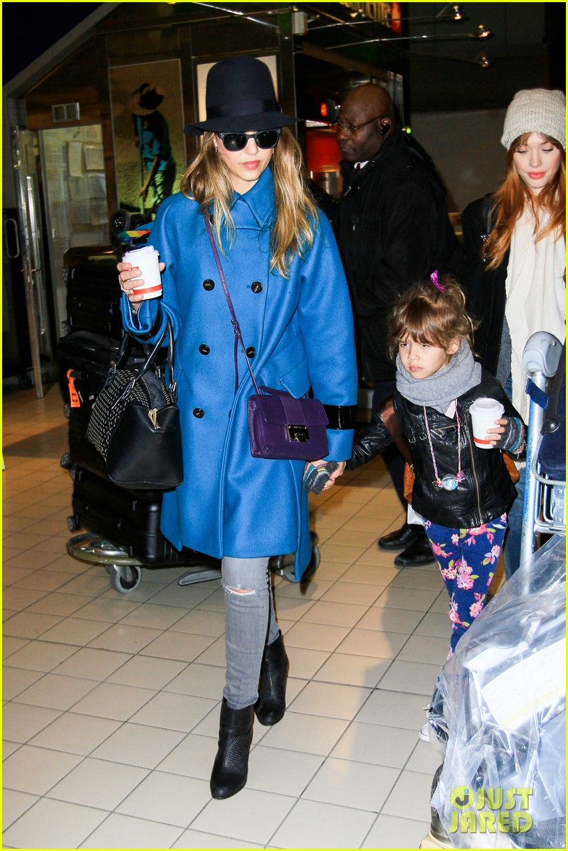 jessica alba paris arrival with honor 24