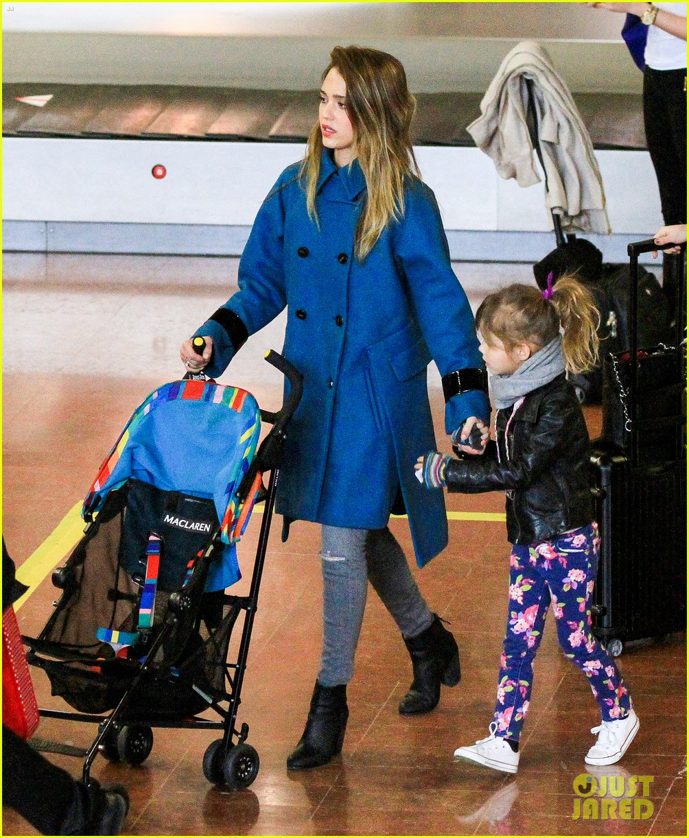 jessica alba paris arrival with honor 342823131