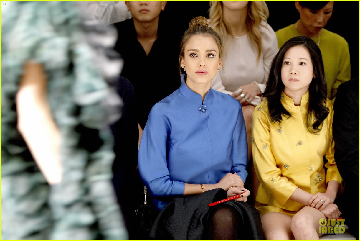 jessica alba shiatzy chen fashion show 122825641