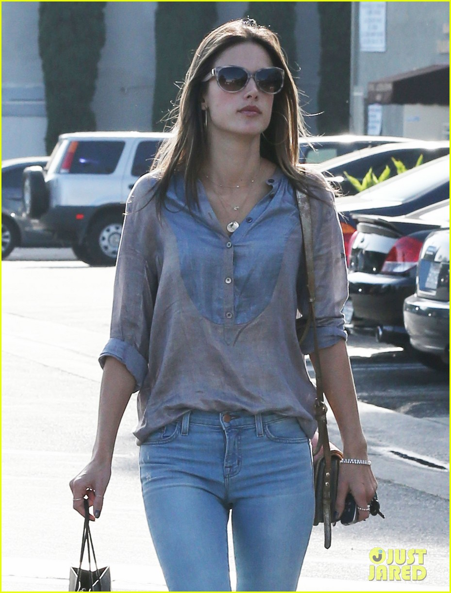 alessandra ambrosio coffee shopping stops 10