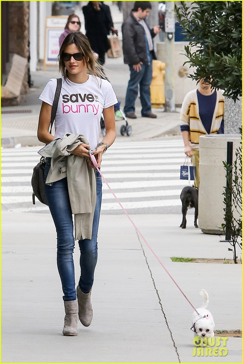 alessandra ambrosio save the bunny beauy 062834519