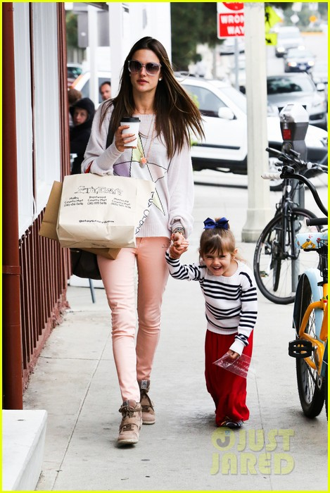 alessandra ambrosio fred segal shopper 212833214