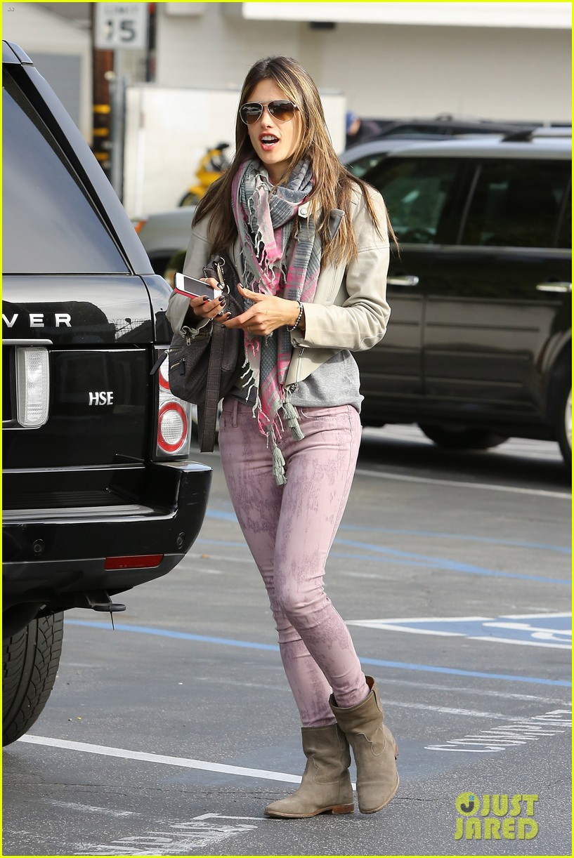 alessandra ambrosio brentwood country mart beauty 05