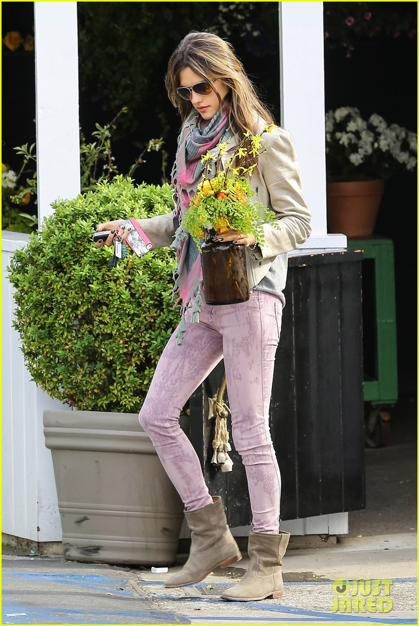 alessandra ambrosio brentwood country mart beauty 072841002