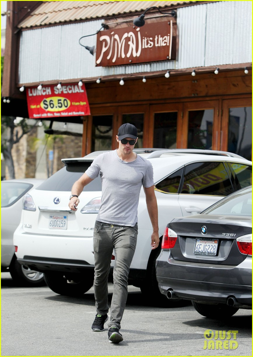 alexander skarsgard pimai its thai lunch 072833421