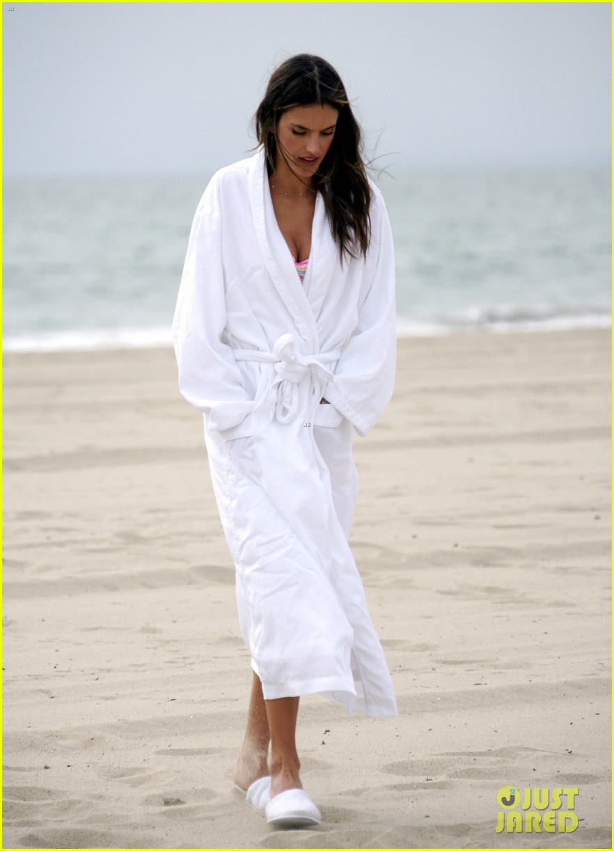 alessandra ambrosio bikini photo shoot in venice beach 032826447