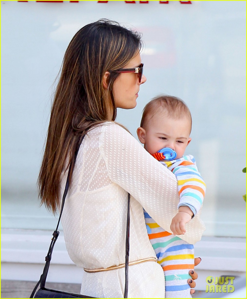 alessandra ambrosio country mart with the kids 02