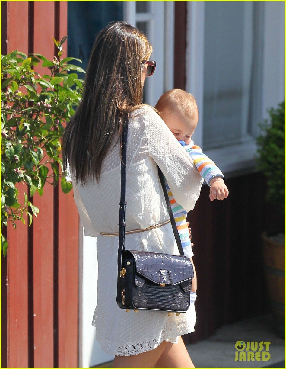 alessandra ambrosio country mart with the kids 13