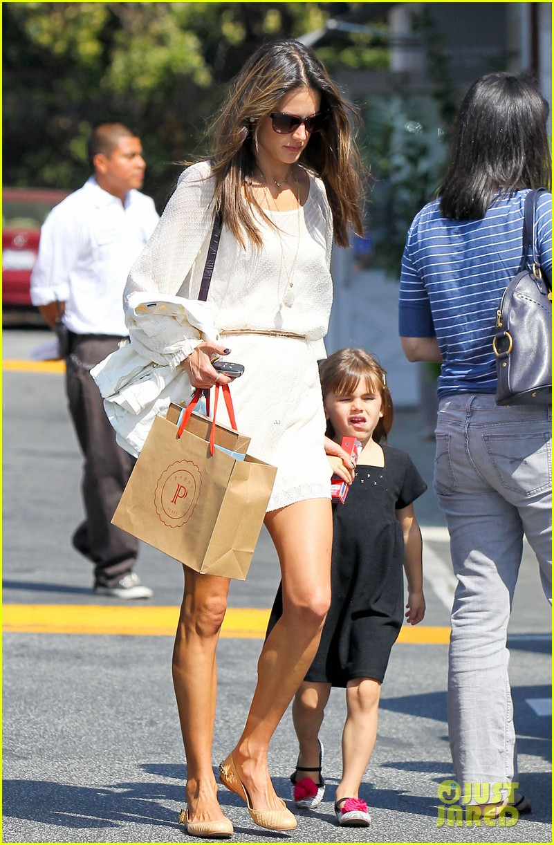 alessandra ambrosio country mart with the kids 20