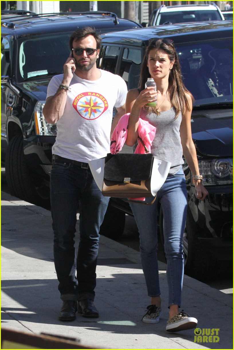 alessandra ambrosio jamie mazur gjelina lunch couple 03