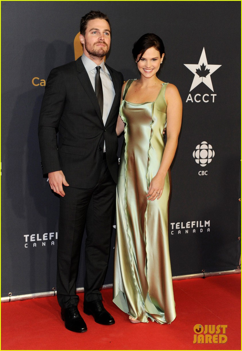 http://cdn02.cdn.justjared.com/wp-content/uploads/2013/03/amell-kreuk2/stephen-amell-kristin-kreuk-canadian-screen-awards-04.jpg