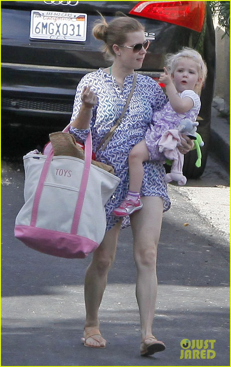 amy adams pool party with daughter aviana 12
