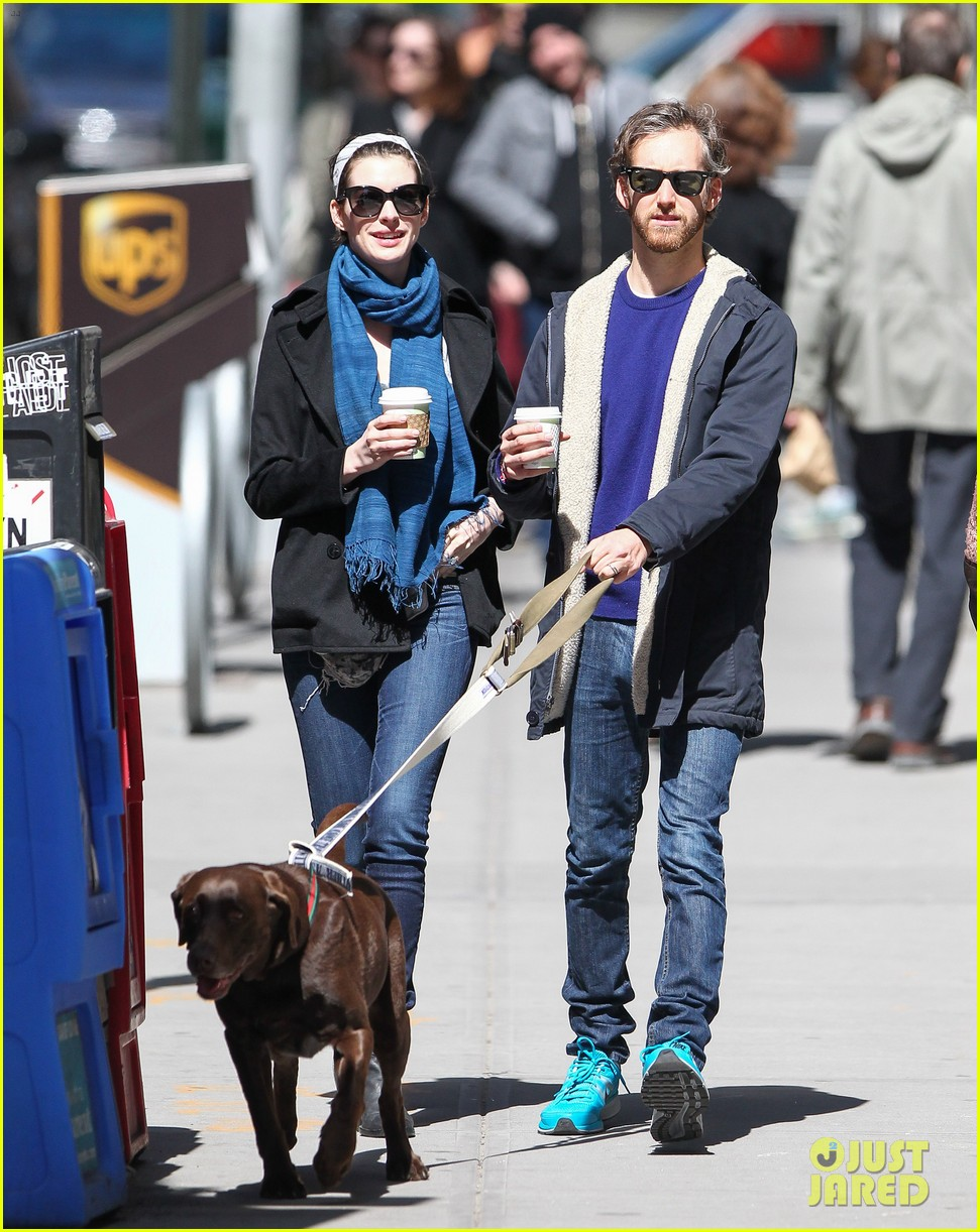 anne hathaway adam shulman dog walk in brooklyn 052840967