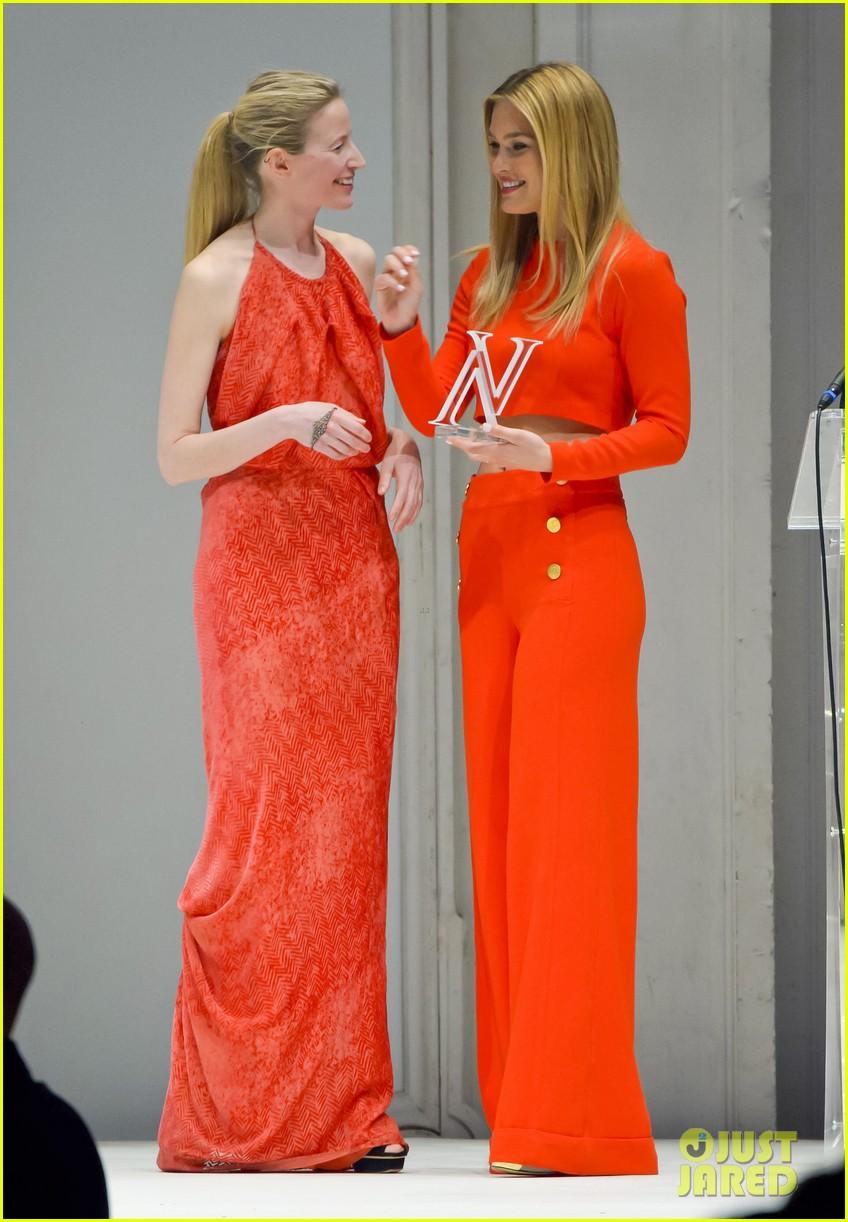 bar refaeli style icon winner at vienna awards 05