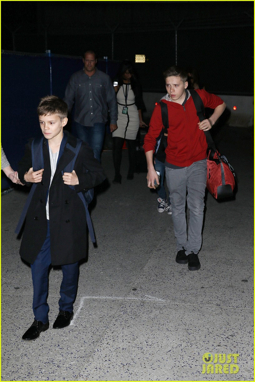 victoria beckham kids arrive in la david beckham practices in paris 032839778