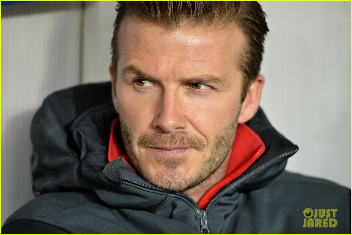 david beckham cheers on the sidelines for psg 09
