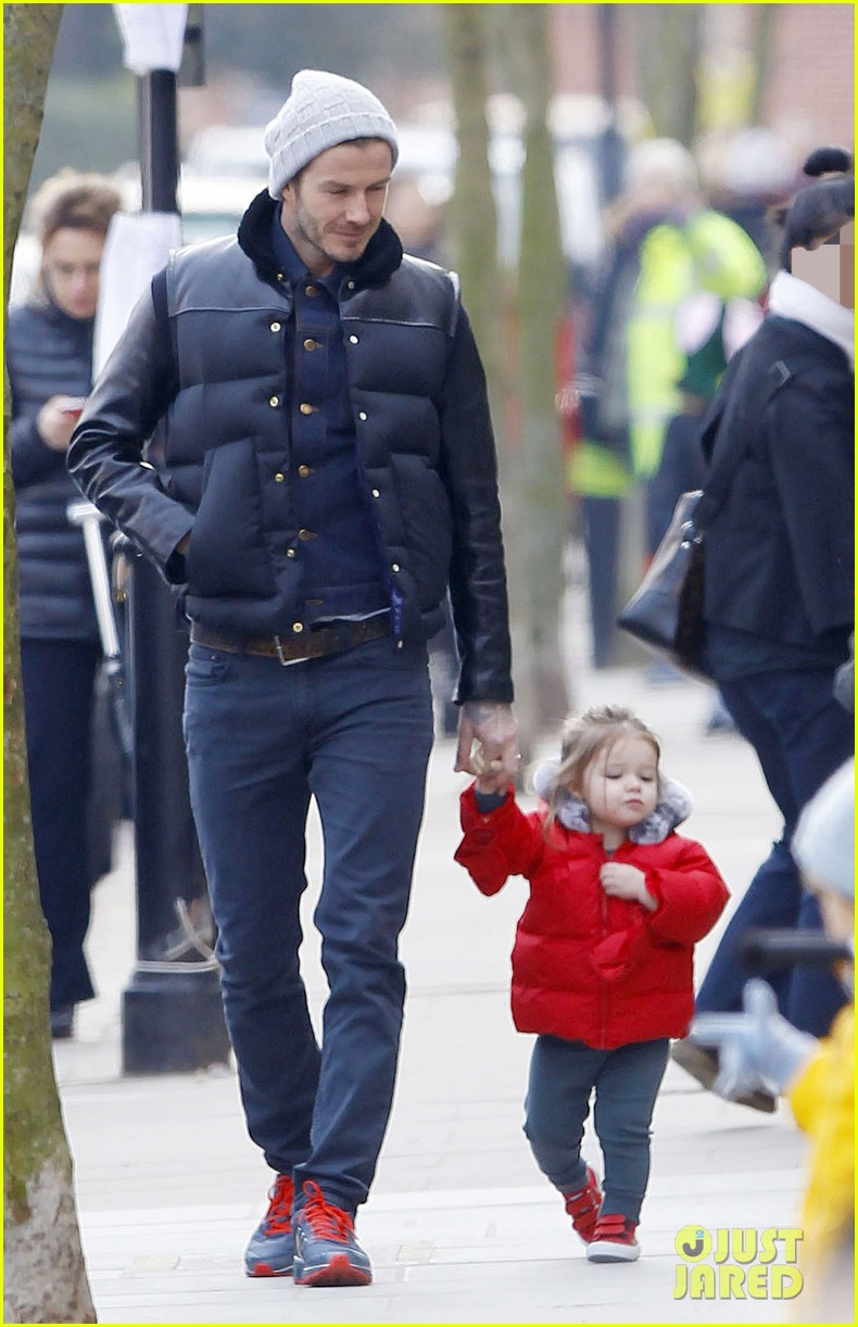 david beckham holding hands with harper 072838659